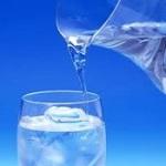 با خوردن آب از سرطان مثانه در امان بمانید!