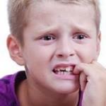 چرا کودکان به ناخن جویدن عادت می کنند؟!