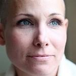 از نظر روانی، اطرافیان بیمار سرطانی چه کمکی می توانند به وی بکنند؟