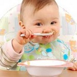 شروع غذاهای جامد برای کودک چه زمانی است؟