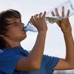 علائمی که نشان می دهد بدن شما با کمبود آب موجه است!