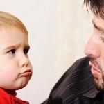 در مقابل کودکان خود درگوشی صحبت نکنید!