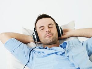 گوش دادن به موزیک