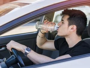 همراه داشتن یک بطری آب