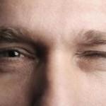 علت پرش پلک چیست؟ و آیا نیاز به درمان دارد؟