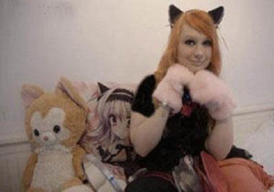 دختری که تصور می کند گربه است!