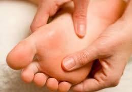 آشنایی با فواید ماساژ دادن پاها قبل از خوابیدن