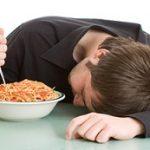 آیا خوابیدن با معده پر ضرر دارد؟