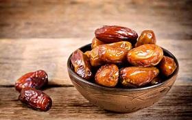 در وعده افطار خرما بخورید + فواید آن