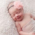 دلایل خنده ناگهانی نوزادان چیست؟