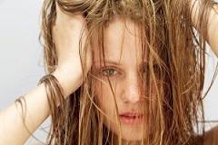چرب شدن موهای سر