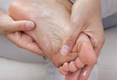 درمان ترک پا در منزل