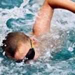 بررسی مشکلات پوستی در شناگران